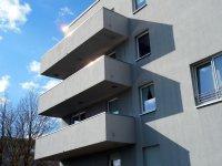 budynek z balkonami