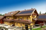 dom z dachówkami